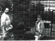 В Фирсовском охотхозяйстве. Перед испытаниями норных знакомство с медвежонком. 1989 - 1990г