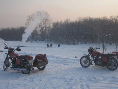На улице 35, а мы на мотоциклах на рыбалку!!!