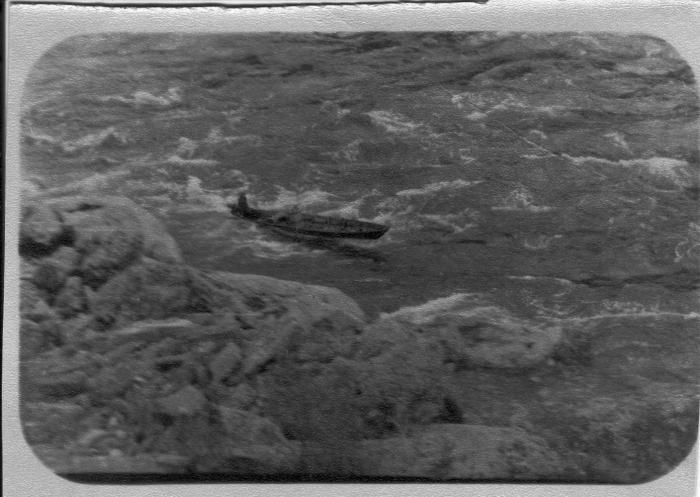Батин альбом. Батя проходит через Большой порог (Енисей) на Вихре. 1971г