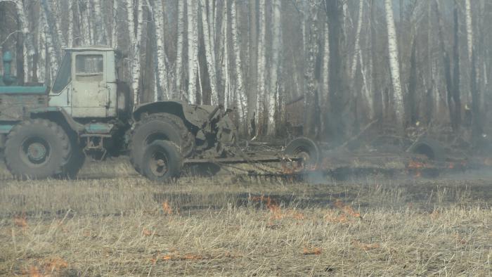вотт так горят поля и лес