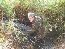 Как бы лодочку по грязи вытянуть)))