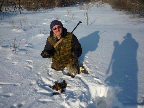 Жить лисе зимой не сладко,угости ,охотник,лису шоколадкой:-)