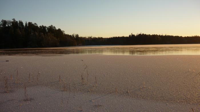 Все озеро замёрзло!