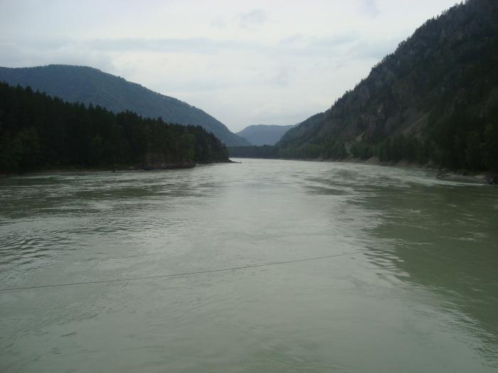 Река теряется в горах....