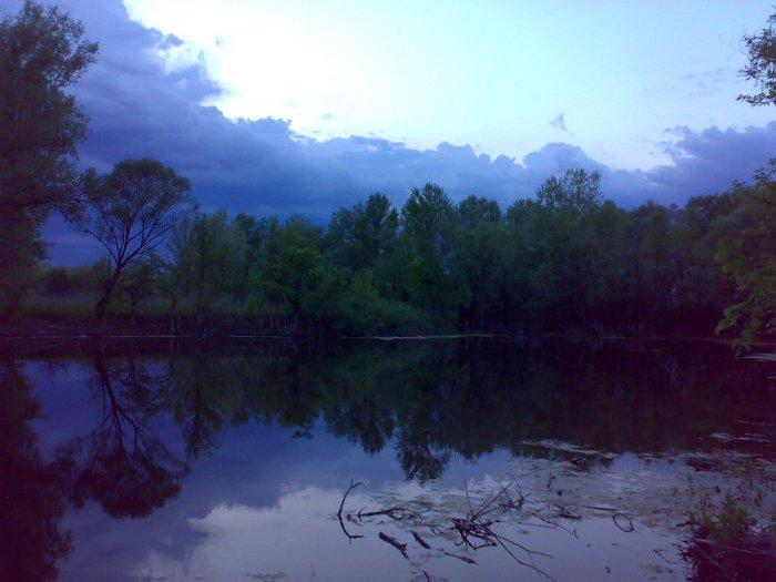 Вот такое озеро имеется возле домика в деревне.