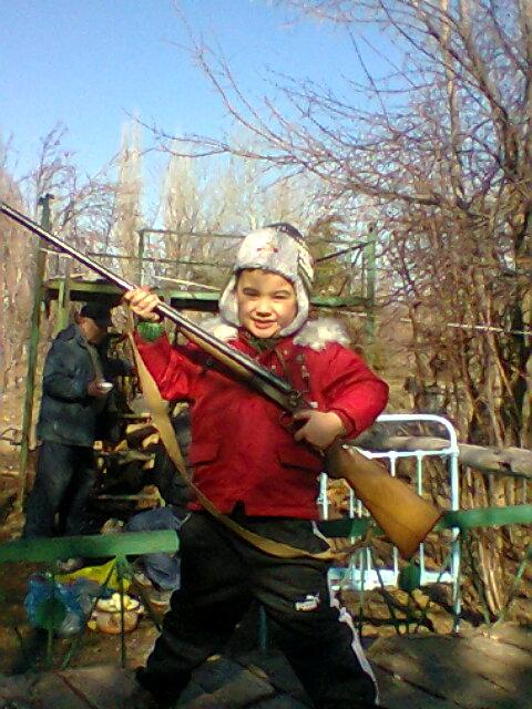 сынок с дедовским ружьем