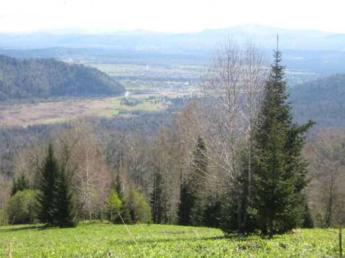Внизу деревня