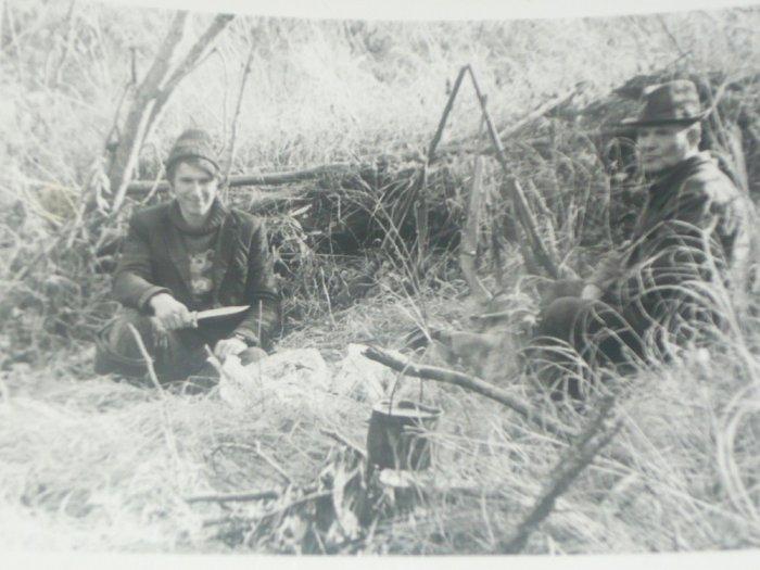 Мой дед и дядька на охоте