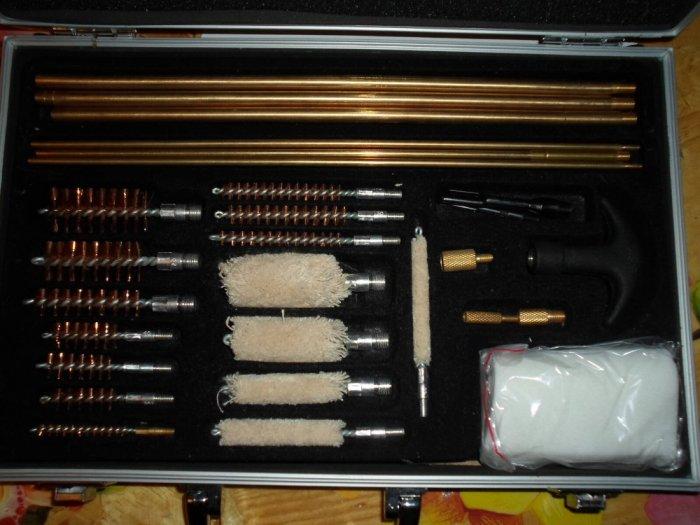 Набор(чемодан) для чистки оружия.