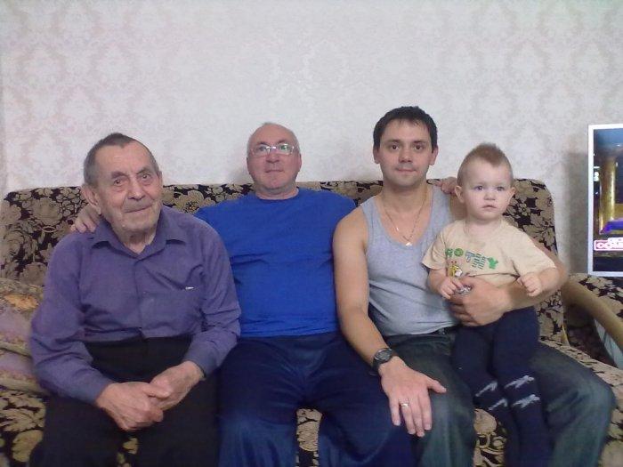 4 поколения моей семьи Петровых
