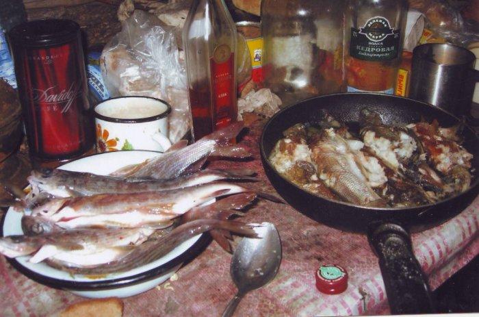 Скромный завтрак в зимовье.