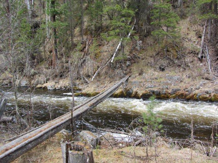 Стационарный мост через реку.