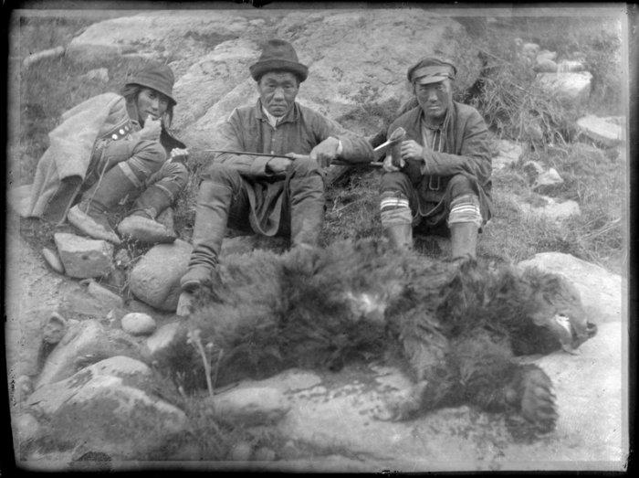 Тофалары. Охотники на кусугтар-Собирателя кедровых шишек. (иносказительное название медведя)