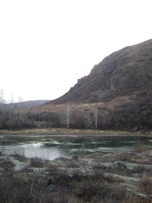 Тёмно-бирюзовое озеро