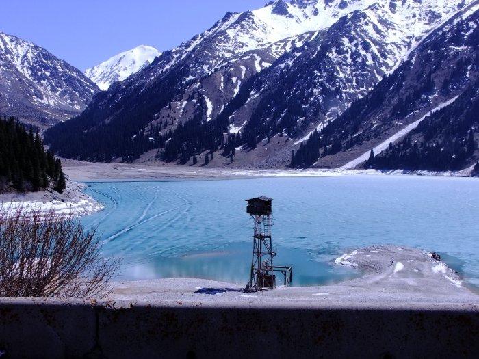 Казахстан большое Алма атинское озеро высота за 3000м
