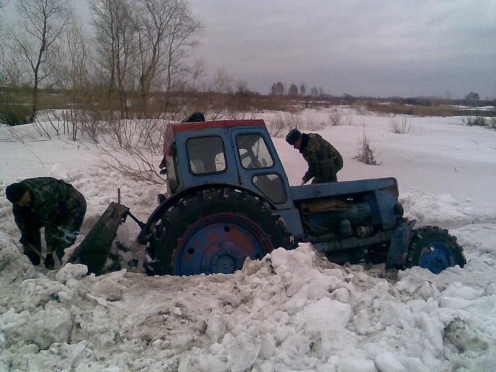 Чем проходимей трактор - вообще не выкопать