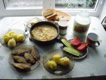 Скромный завтрак в деревне.