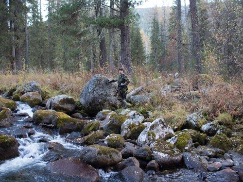 Суровая сибирская река и ее монументальный камень - 2.