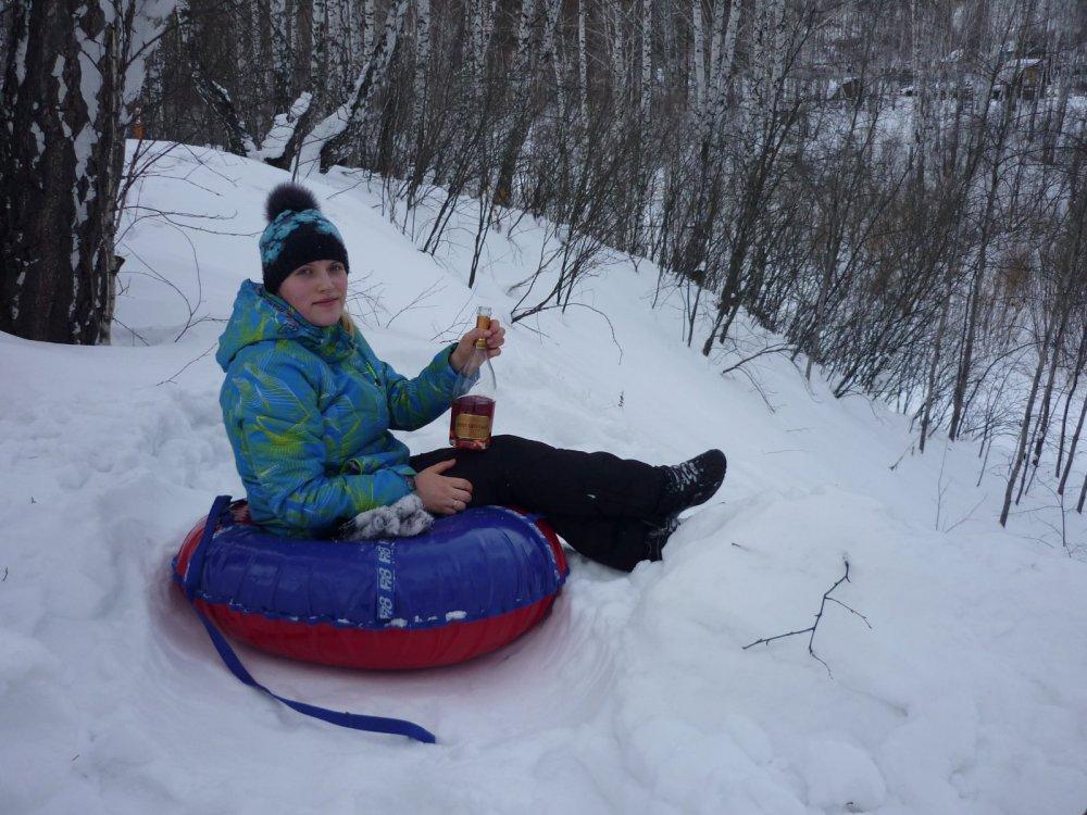 Жинка на плюшке))) С Новым Годом!