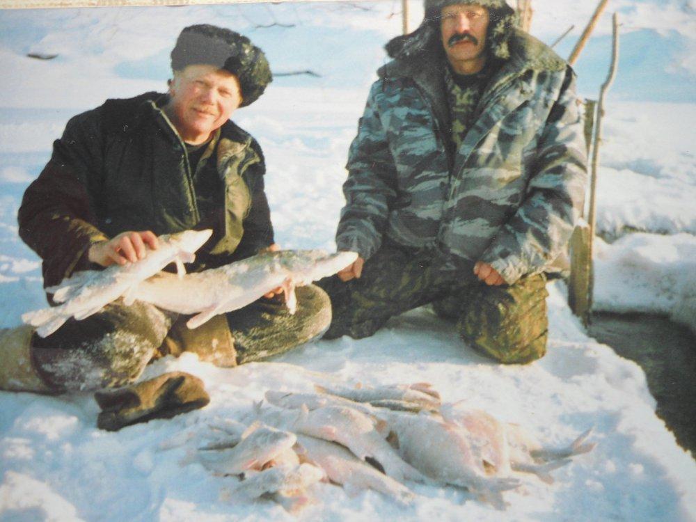 Дядька, с товарищем на рыбалке!