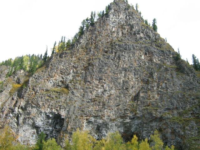 Камень на реке Амыл.