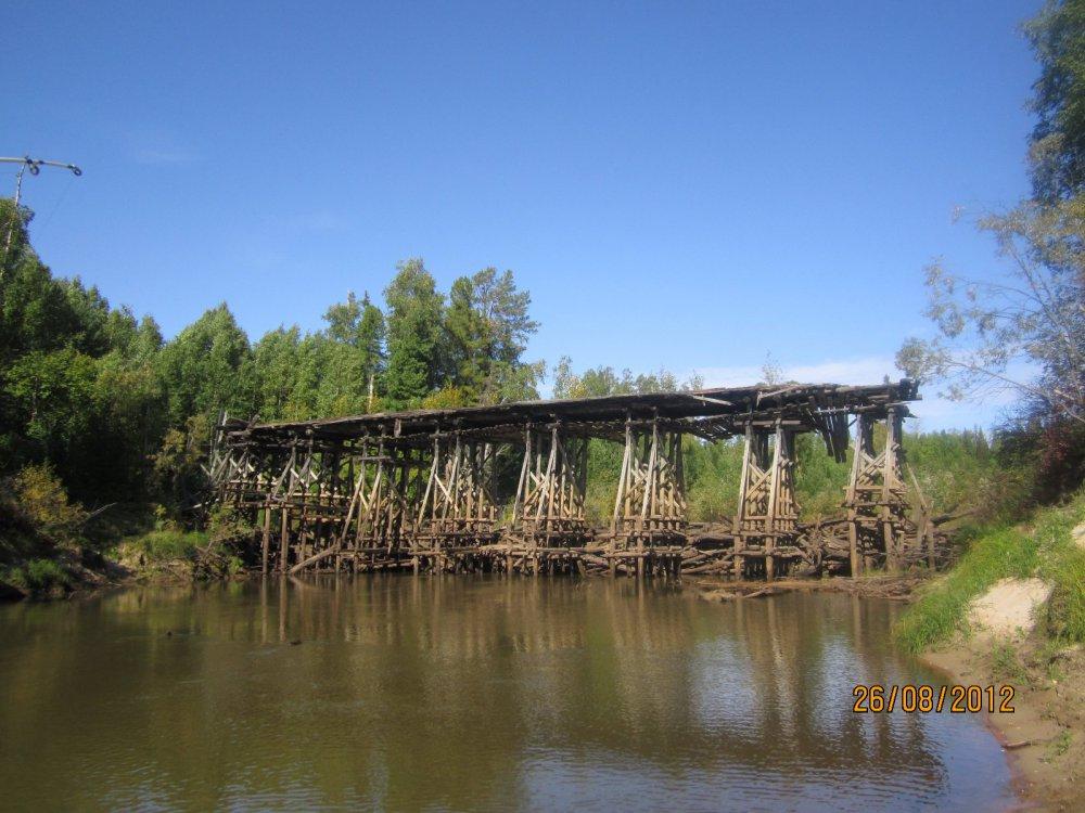 Мост, разрушенный старый