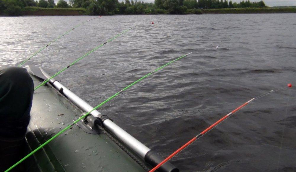 Ловля леща с лодки на бортовые удочки и оснастка снасти разными методами