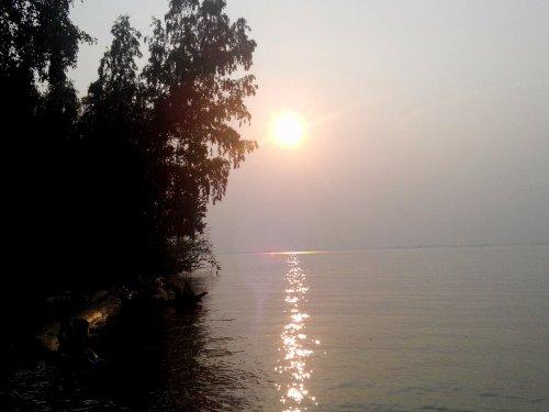Солнце падает в Новосибирское водохранилище,