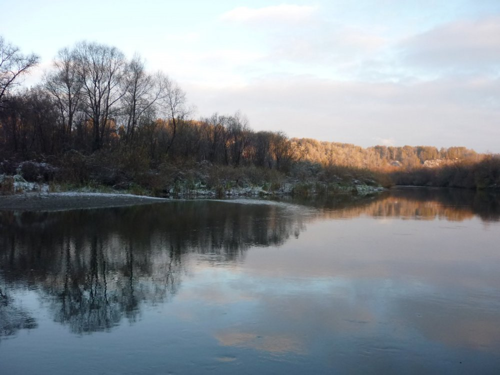 На реке....