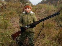 Сын на охоту напросился.