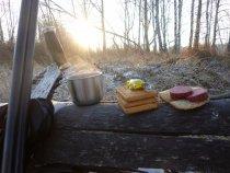 Перекус в лесу...
