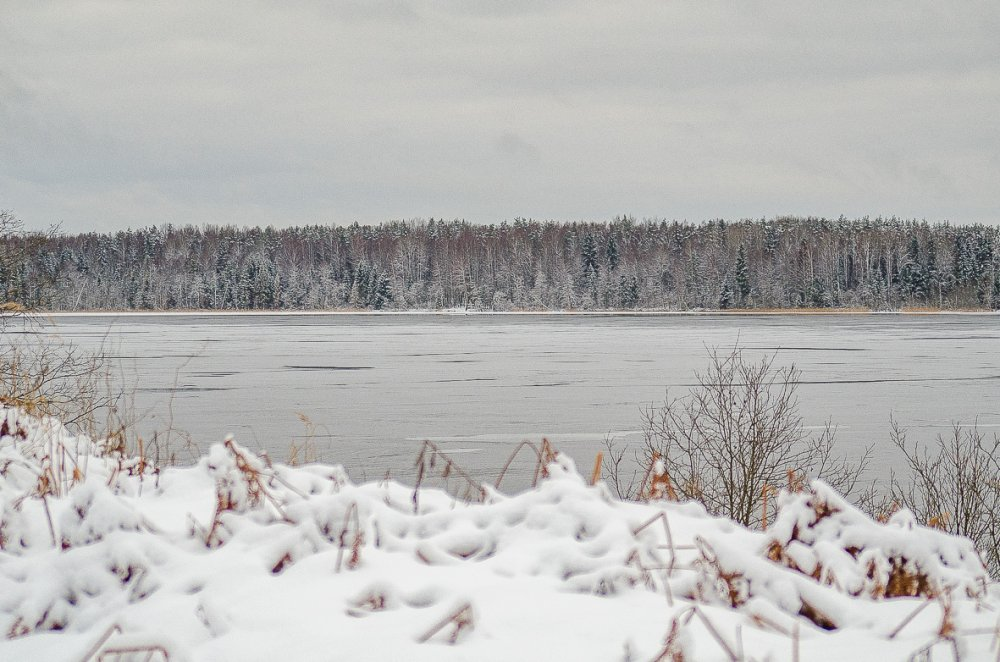 Зимнее озеро.
