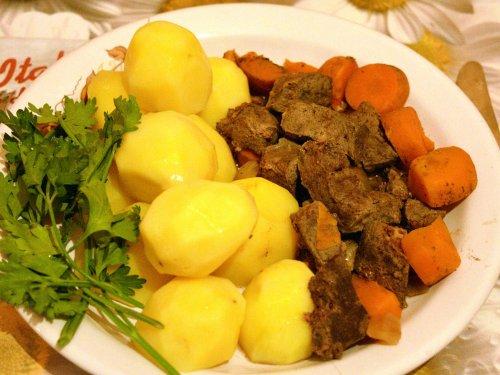 Печень с овощами.