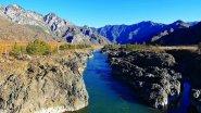 Ороктойский мост и пороги Тылдыкпень на реке Катунь в Горном Алтае в 4К.