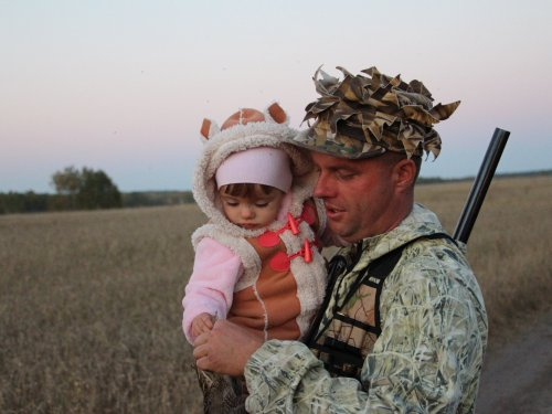 Младшая на первой охоте.