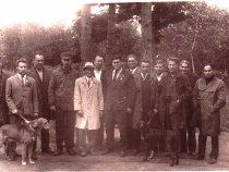Бригада экспертов после выставки в Томске. 70-е годы, Лагерный сад.