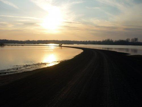 Весенняя река Тартас, море...........