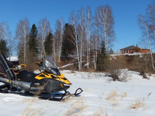 На весеннюю рыбалку на снегоходе