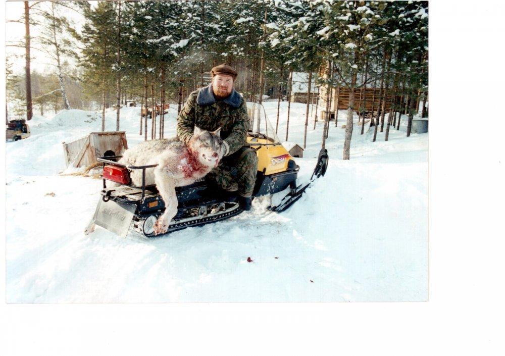 Хардикова заимка, после охоты на волков. 1999 год.