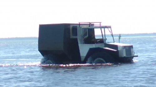 вездеход на озере