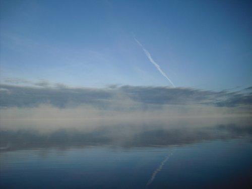 Крылатая пехота на озере.