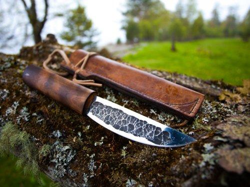 Хороший охотничий нож и женщине товарищ!!!