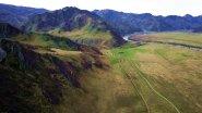Цветущая долина реки Катунь на Алтае