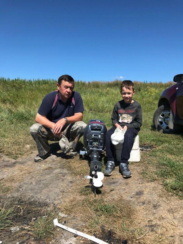 На рыбалке с дедом на озере Чаны.