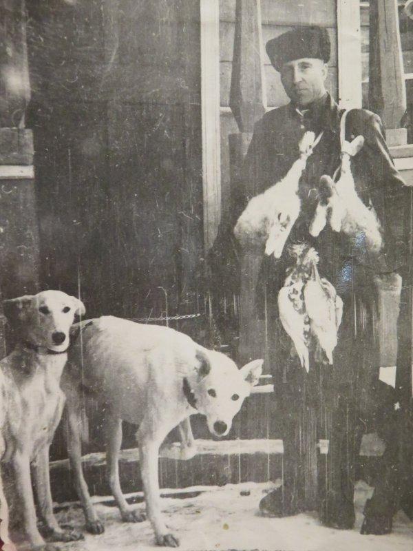 Дед пришел с охоты. Фото конца 60-х годов.