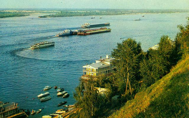 Вид на Волгу с набережной Чебоксар.