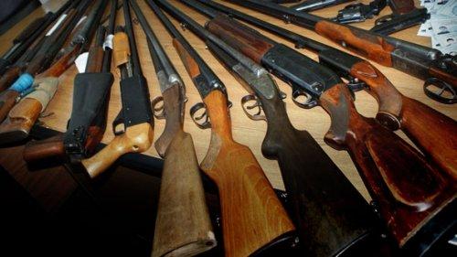 За что и на сколько штрафуют и лишают владельцев оружия