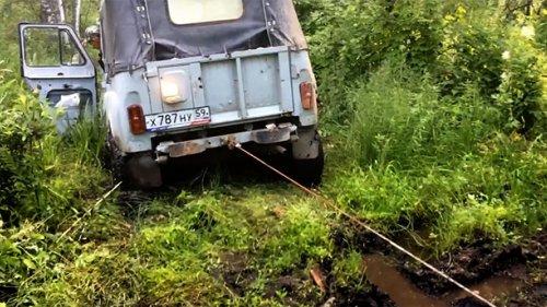 Ручная лебедка 2 тонны, тянем УАЗ из грязи