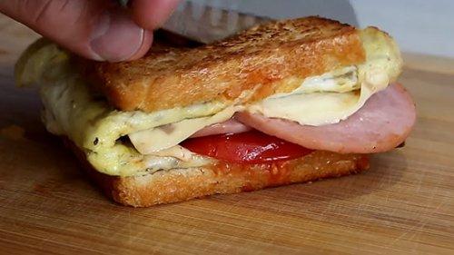 Завтрак. Горячий бутерброд. Готовь хоть каждый день