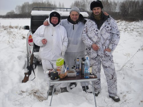 Три охотника на привале...